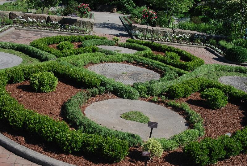 Knot garden western reserve herb society for Herb knot garden designs